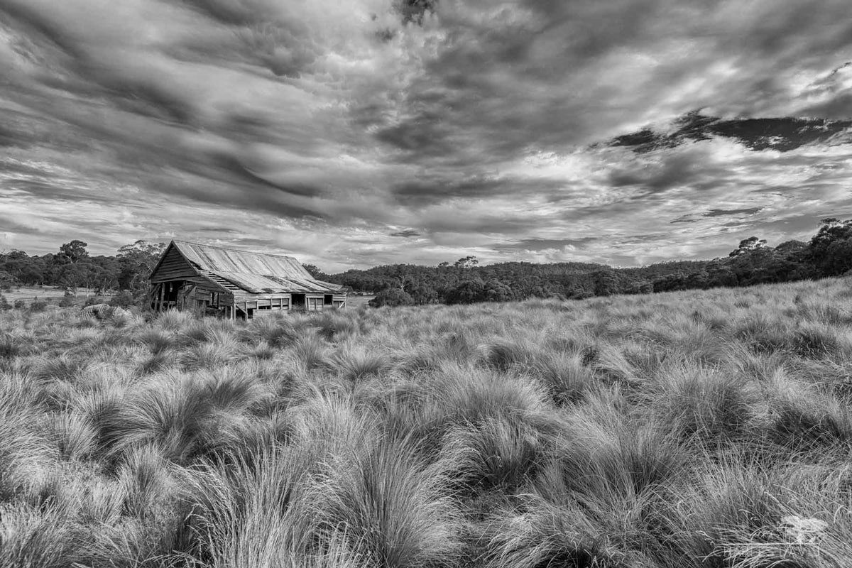 Salven-House-Hut-Snow-Landscape-Australia